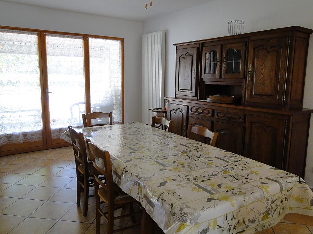 Gite le saint amand a violes dans le vaucluse maison for Salle À manger contemporaineavec lit À eau